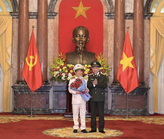 Tổng Bí thư, Chủ tịch nước thăng cấp hàm Thượng tướng cho Thứ trưởng Bộ Công an Nguyễn Văn Sơn - Ảnh 1.