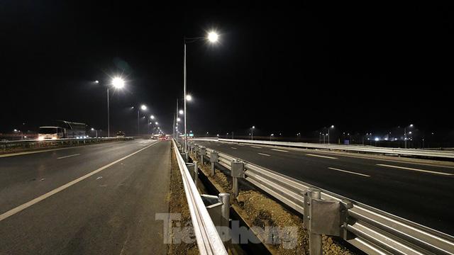 Mãn nhãn với cầu vượt trăm tỷ ở Thủ đô lung linh trong đêm  - Ảnh 3.