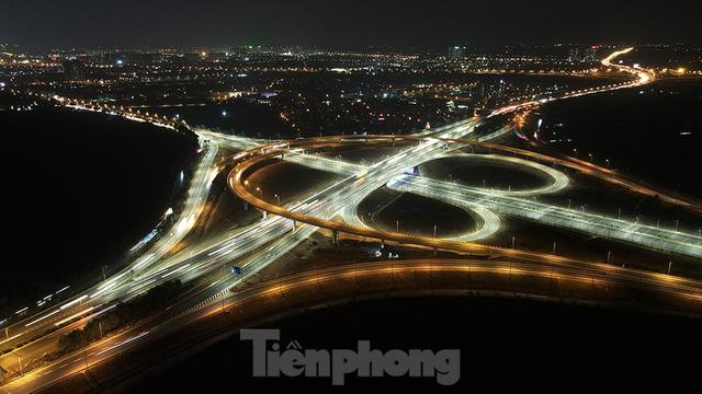 Mãn nhãn với cầu vượt trăm tỷ ở Thủ đô lung linh trong đêm  - Ảnh 5.