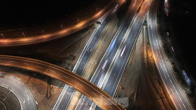Mãn nhãn với cầu vượt trăm tỷ ở Thủ đô lung linh trong đêm  - Ảnh 6.
