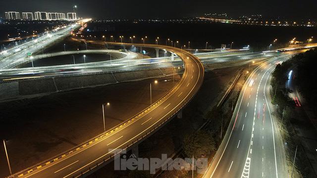 Mãn nhãn với cầu vượt trăm tỷ ở Thủ đô lung linh trong đêm  - Ảnh 7.