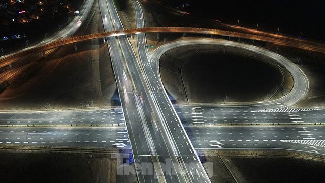 Mãn nhãn với cầu vượt trăm tỷ ở Thủ đô lung linh trong đêm  - Ảnh 9.